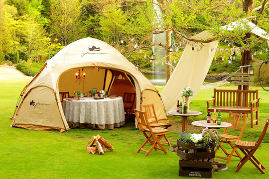 A glamping tent turns into a quality resort restaurant